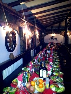 Нова година в механа Ореха! Празнична вечеря с жива музика за 100 лв на ЧОВЕК + дете до 10 г. БЕЗПЛАТНО!