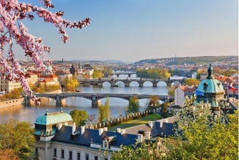 САМО ДНЕС! НАЙ-ДОБРИЯТ ПОДАРЪК за Златна възраст 55+: ЗЛАТНА ПРАГА! Транспорт с автобус + 6 нощувки със закуски в хотели 3* + 4 ВЕЧЕРИ + Туристическа програма в Прага и Братислава за 383 лв.