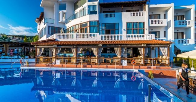 Промо оферта за бутиковия Akti Ouranoupoli Beach Resort 4*- 5 нощувки с включени закуски и вечери, през месец юни.