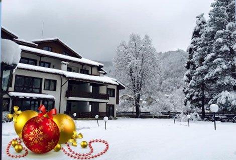 Нова година в Рибарица, хотел Планината: Пакет от 2 Нощувки със закуски и Вечери вкл. Празнична вечеря с програма + СПА на цена от 369 лв. в Апартамент