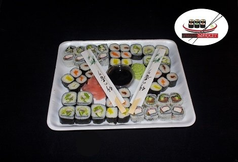 Всички обичат СУШИ! 50 суши ролца с пушена сьомга, филаделфия и бяла херинга САМО за 23.90 лв. или 108 рулца с пушена сьомга, филаделфия и розова херинга за 44.90 лв. от Sushi Market