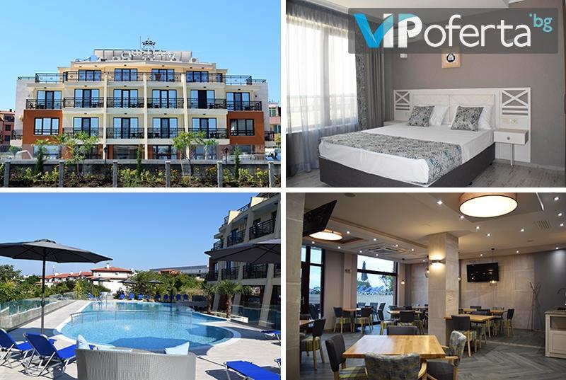 Пакети ЗА ДВАМА със закуски или закуски и вечери + басейн в хотел Кристиани, Созопол