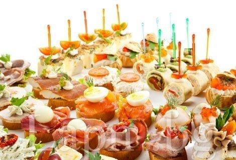 За вашето парти с Catering! 75 броя празнични хапки, аранжирани и декорирани за директно сервиране  Само за 24.95 лв. от Кулинарна работилница Дели4и