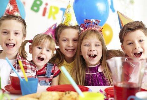 Незабравимо Парти и Хиляди Усмивки за Вашето Дете в Кафе-Клуб Слънчо: 2 часа наем на клуба + Детско Меню + 2-ма аниматори + Подарък за рожденика + Украса + Безплатно Фотозаснемане на празника САМО за 69 лв.!