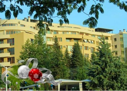 КОЛЕДА в Сандански, Семеен хотел Ботаника 3*: 3 Нощувки със закуски + 2 Празнични Вечери с Вино + Детско меню за децата и изненади само за 125 лв. на ЧОВЕК