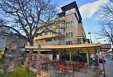 Релакс в ХОТЕЛ БЪЛГАРИЯ, Велинград! 3 нощувки на цената на 2 със Закуски и Вечери + СПА само за 90 лв. на Човек