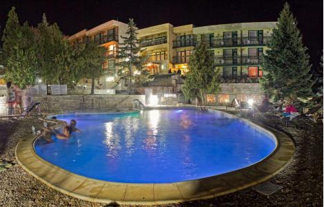 ПЧЕЛИН/КОСТЕНЕЦ, Хотел ВИТАЛИС: Нощувка със Закуска за 31 лв. на ЧОВЕК + Външен басейн с минерална вода