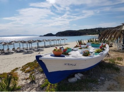 """Остров АМУЛИАНИ, Гърция с автобусен транспорт с включен PCR тест! 3 нощувки със закуски в хотел Sunrise"""" 3* за 305 лв."""